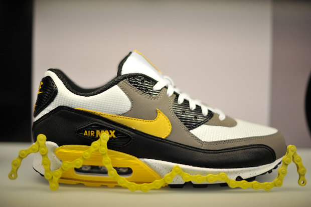 Nike-livestrong-air-max-shoe-gallery-release-6
